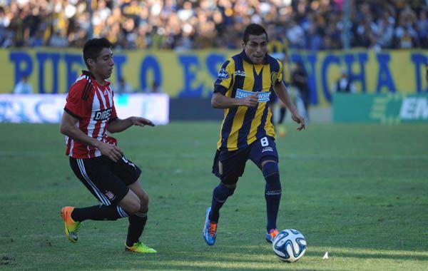 El Pachi Carrizo inicia un ataque para Central. (Foto: H. Río)