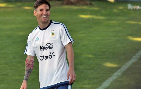 Pura sonrisa. Messi se divierte durante el entrenamiento de la selección.