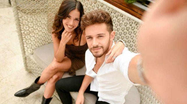 La influencer Cande Molfese y el actor Ruggero Pasquerelli se conocieron en la tira juvenil Violetta.