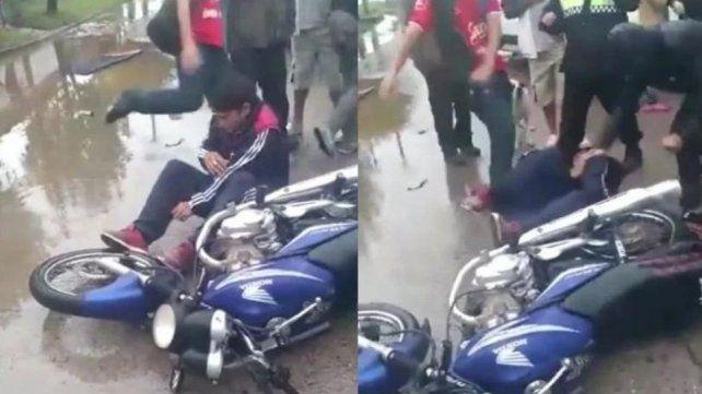 Vecinos golpean salvajemente a un motochorro luego de ser detenido por la policía