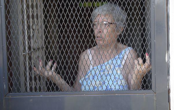 Enrejada. María no sabe como protegerse y habló con el diario sin abrir la puerta.