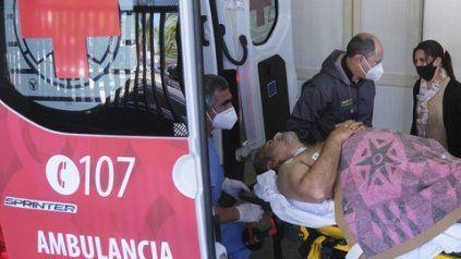 El diputado Arias, cuando era trasladado a un hospital tras resultar baleado.