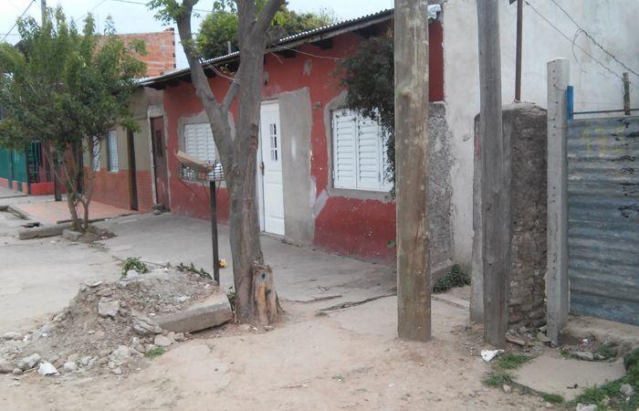 Pereyra fue hallado por un vecino recostado en su cama y tapado con una frazada. (Foto:S.Meccia)