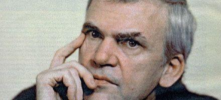 Revelan que Milan Kundera colaboró con el comunismo checo en los años 50
