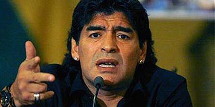 Maradona dijo que el mejor del mundo es Ronaldinho y a Messi ni lo mencionó