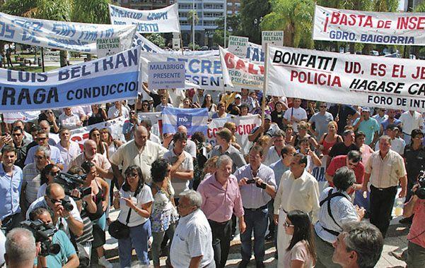 Más de un centenar. El gobernador no recibió a intendentes y legisladores. (Foto: Rodríguez)