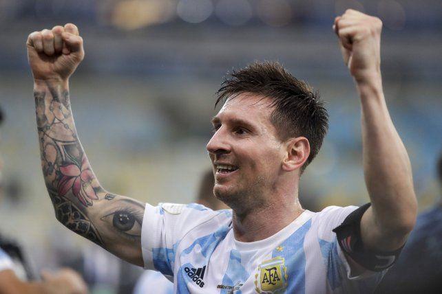 El argentino Lionel Messi celebra tras vencer 1-0 a Brasil en la final de la Copa América. AP Photo / Bruna Prado