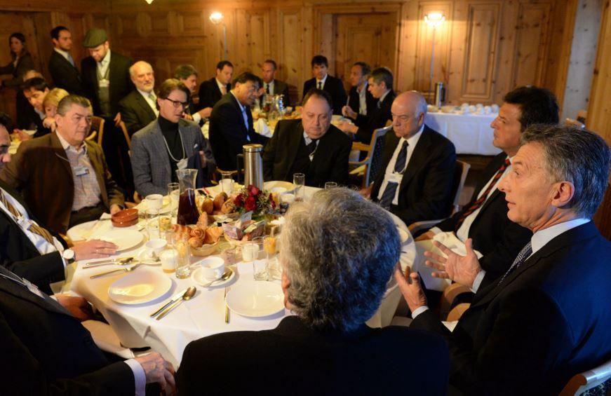 Macri arrancó su jornada en Davos con un desayuno de trabajo junto a empresarios.