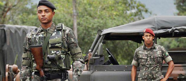 Tropas brasileñas en una zona de frontera. Además de los soldados también actuarán aviones no tripulados y buques.