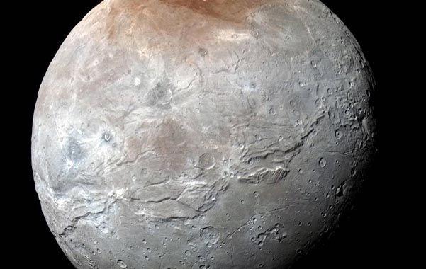 Impactante. Caronte fue fotografiada de cerca por una sonda de la Nasa.