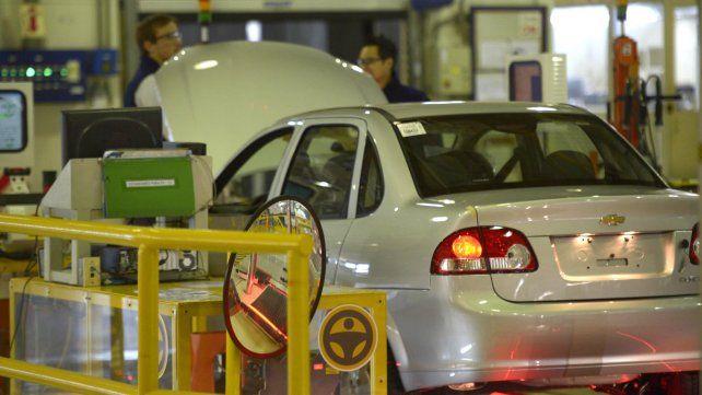 Smata advierte que se fabrican dos modelos menos en GM y se pueden perder 800 empleos