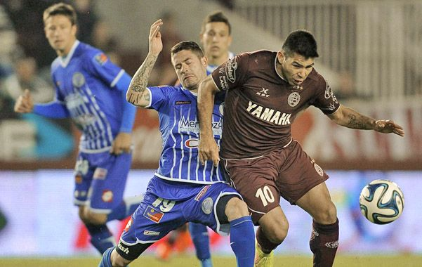 Siempre está. Romero la peleó para marcar el tercero. Ya marcó 8 goles.