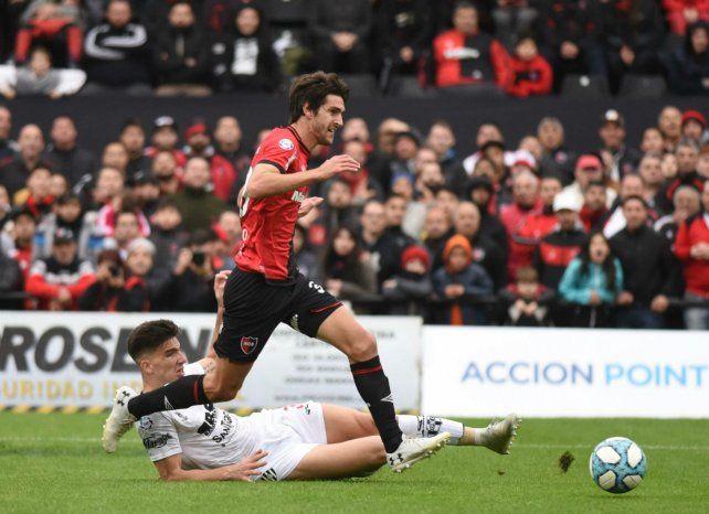 Afilado. Albertengo lleva dos goles.