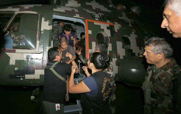 libres. Los niños y mujeres recién liberados llegan a una base en un helicóptero del ejército peruano.