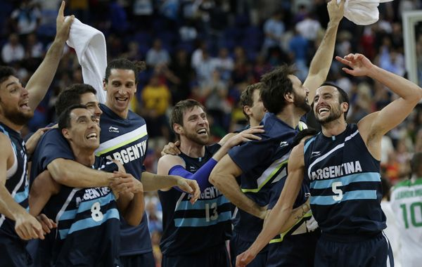 Todo el equipo argentino desata el festejo tras el pase a semifinales.