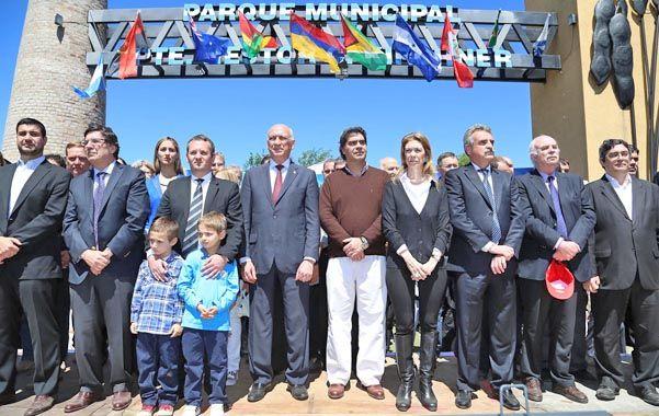Desembarco. Ministros y diputados K acompañaron al intendente Mansilla en la inauguración. Bonfatti