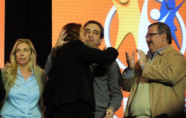 Miguel Capiello (der.) en el festejo del búnker del Frente Progresista.