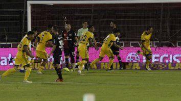 Definido. El Cali Izquierdoz acaba de convertir el único gol del partido y corre a festejar.