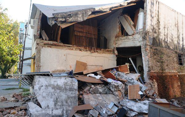 destrucción. La vivienda se desplomó cuando la familia que la habitaba estaba durmiendo. No hubo heridos de milagro.