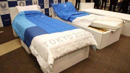 Las camas son de cartón y ofrecen poca resistencia a los movimientos bruscos.