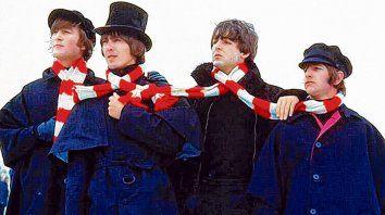Típicamente ingleses. John Lennon, George Harrison, Paul McCartney y Ringo Starr, en Suiza,