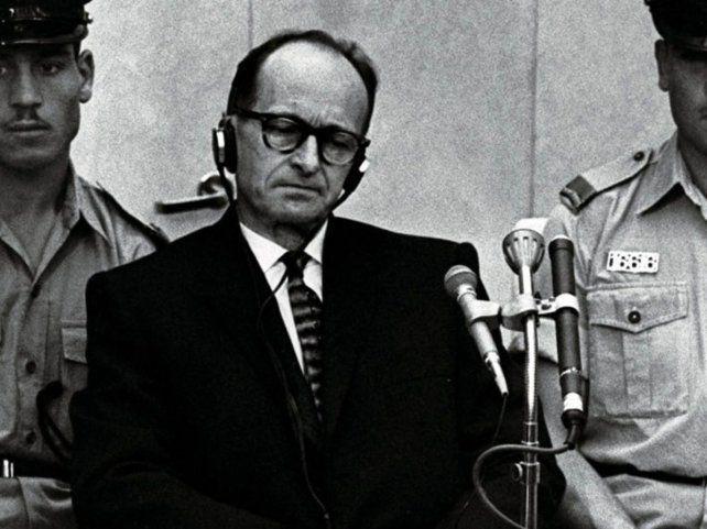 Adolf Eichmann durante el juicio en el que fue condenado a muerte.