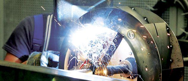 Una fábrica de Stuttgart en plena producción. Los alemanes tienen acceso temprano al mundo laboral.