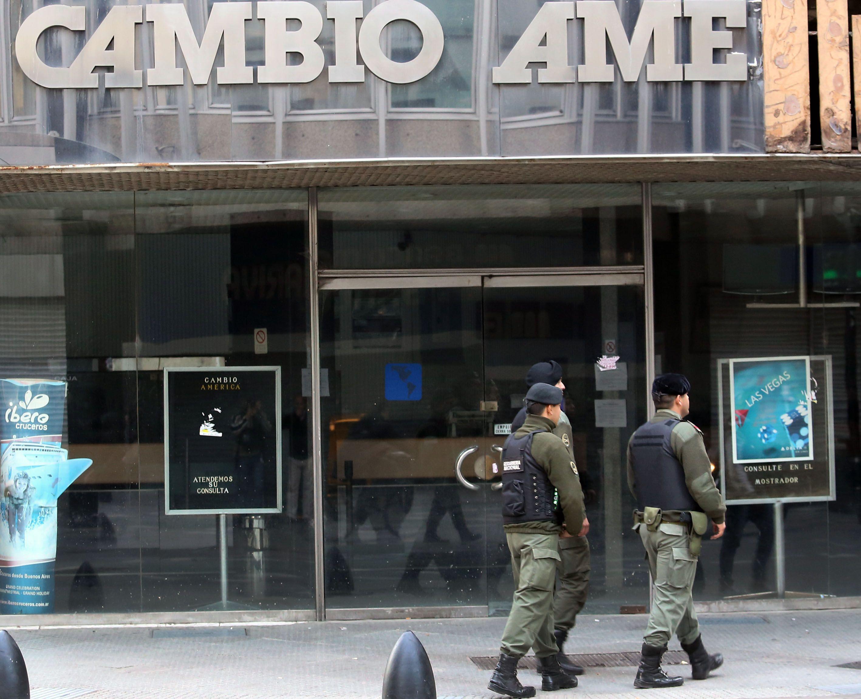 operativos. La Gendarmería y los organismos de control financiero mantienen a la city bajo vigilancia.