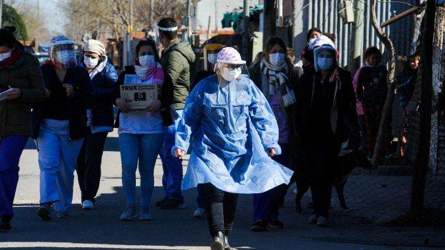 El personal de salud salió a vacunar por los barrios de Rosario.