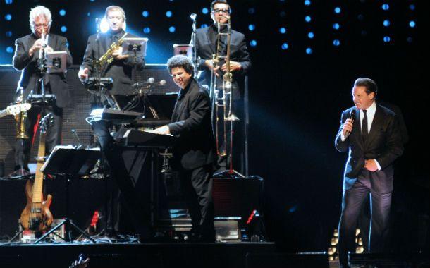 Sigue siendo el rey. Luis Miguel demostró que está en plena forma. Las fans festejaron todos sus movimientos.