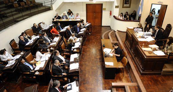 Se aprobaron el presupuesto 2012 y la suba del 60% de la TGI