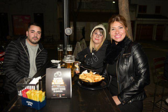 Rodrigo Crous , Silvina Hecht y Regina Saucedo