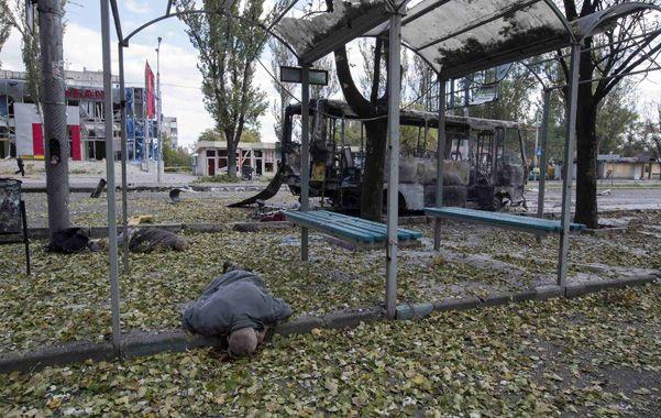 Ciudad bajo fuego. Civiles muertos en el centro de Donetsk.