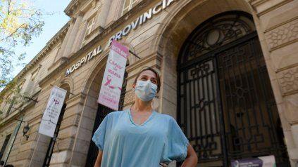 La médica de terapia intensiva del Hospital Provincial, Jaquelina Consiglio. Un año de trabajo mal pago y estrés, echa mano al triatlón para seguir en pie.