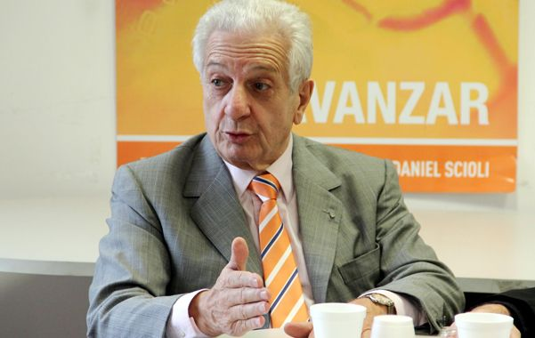 """Ola naranja. Oscar Cuartango cree que Scioli está al tope del """"peronómetro""""."""