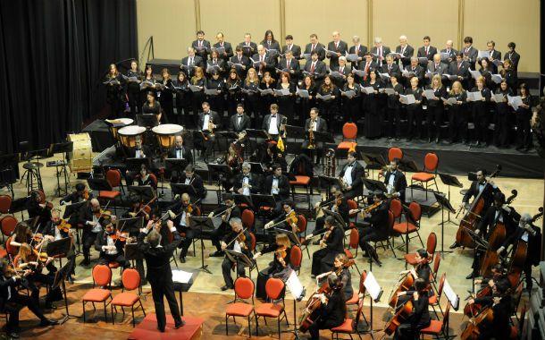 Orquesta y coro. La Sinfónica Provincial se presentó en El Círculo para recrear el espíritu del genial Beethoven.
