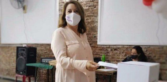 La ex intendenta Mónica Fein votó en Rosario.