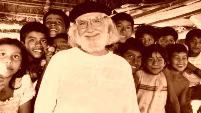En Solentiname el poeta nicaragûense realizaba talleres de poesía con niños a quienes invitaba a jugar con las palabras.