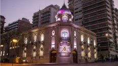 El Concejo se iluminó con los colores que representan a esta lucha: verde, celeste, rosa y violeta.
