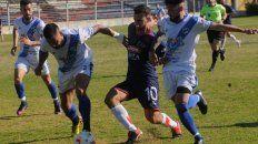El Pitu Bracco no puede pasar ante la marca de Midland, en el debut de Córdoba el domingo ante Midland.