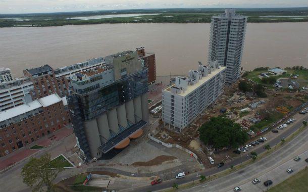 """Desde el aire. El """"Puerto Norte Design Hotel"""" ya está casi listo al igual que el edificio Torre Barranca de Ciudad Ribera y se habilitarán durante este mes."""