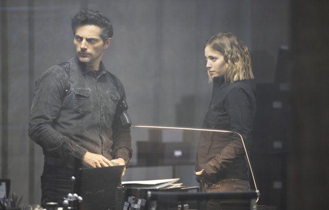 Bajo sospecha. Joaquín Furriel (Francisco) y Luisana Lopilato (Pipa) deben resolver un violento asesinato.