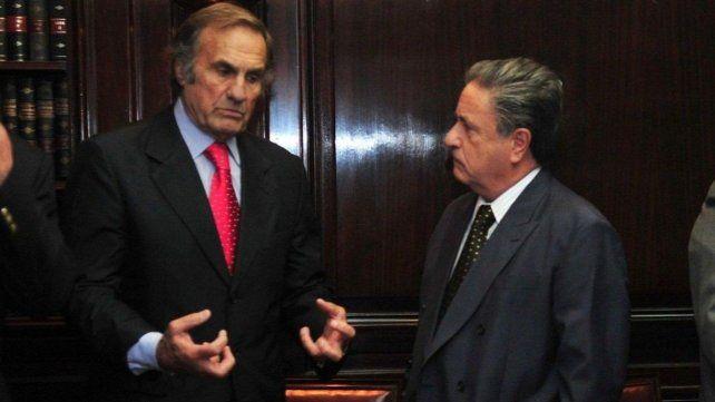 Eduardo Duhalde eligió a Carlos Reutemann para ser candidato a gobernador de Santa Fe.