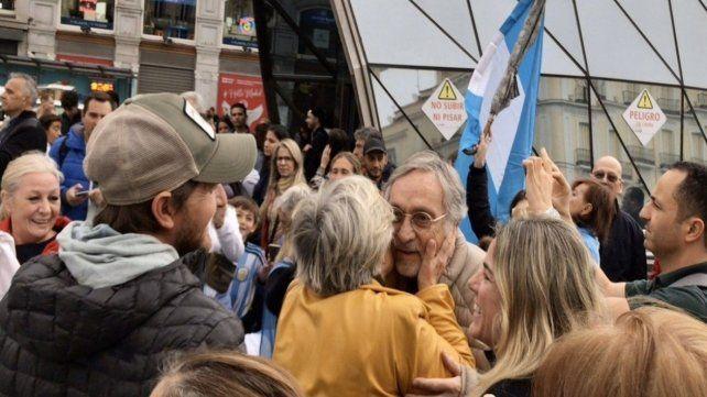 Un grupo numeroso de argentinos