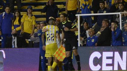 Gastón Avila fue expulsado por doble amarilla.