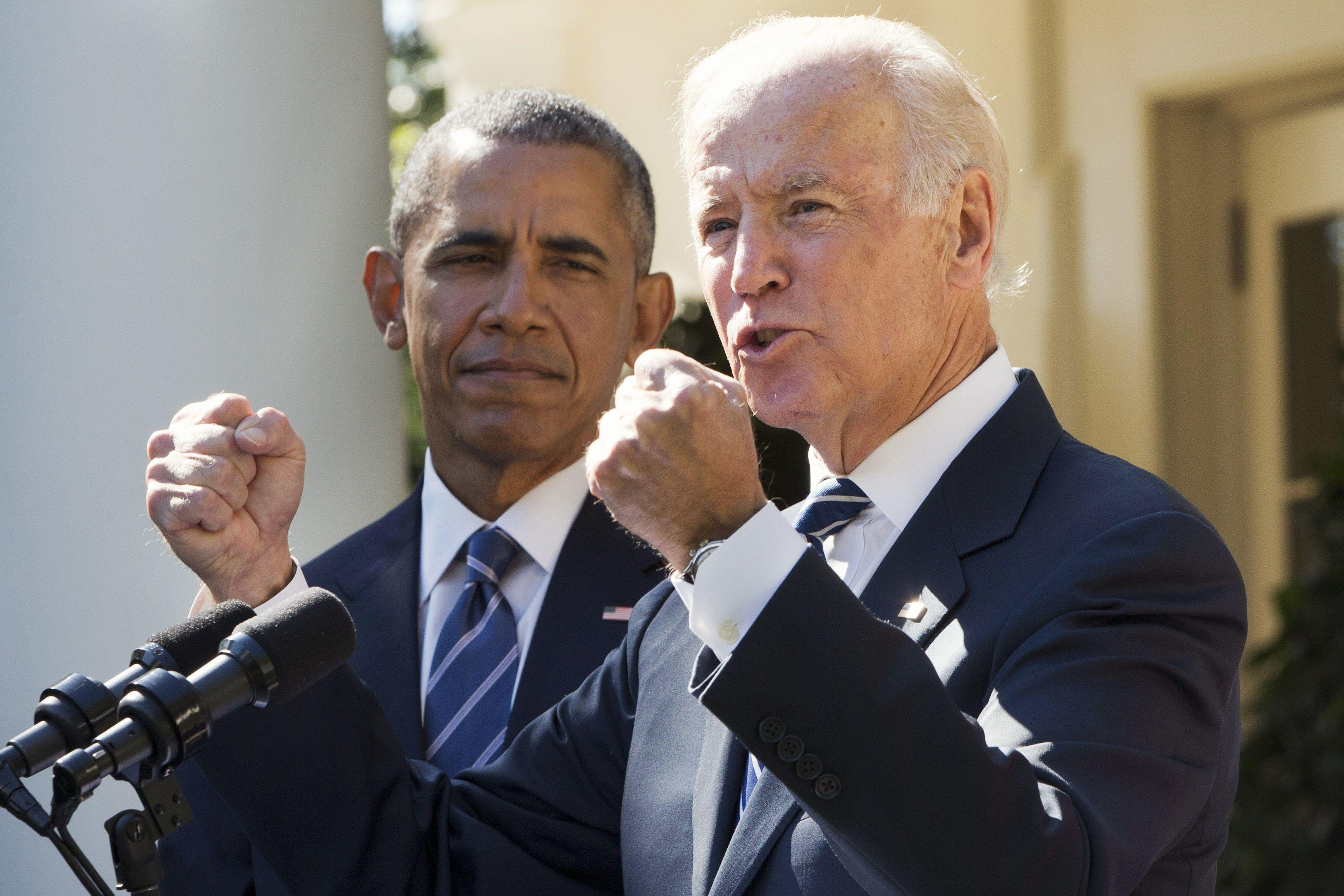 Resignación. Biden efectuó el anuncio acompañado por Obama. (AP)