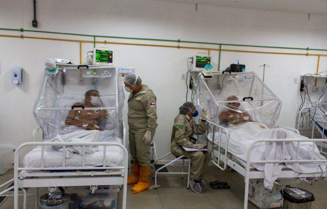 Lucha sin tregua. Intensa actividad en una sala de terapia intensiva en la ciudad amazónica de Manaos.