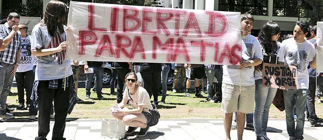 El martes a la mañana amigos y familiares de Orsi manifestaron frente a los Tribunales Federales.