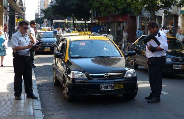 La Municipalidad viene incrementando en los últimos meses los controles sobre los taxistas. (A.Amaya)