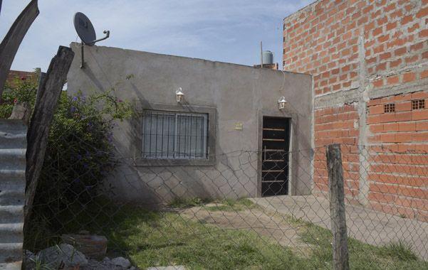 la casa. Dos hombres atacaron la vivienda con al menos una decena de tiros.